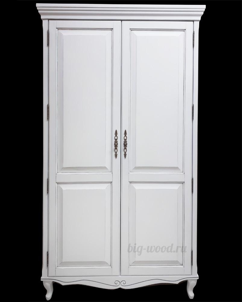 вместительный шкаф из массива классика и современность