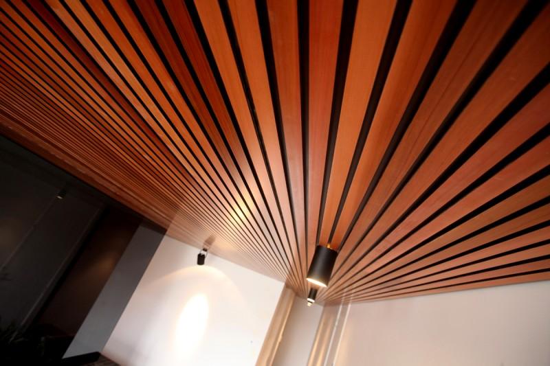 Как сделать рейки на потолке